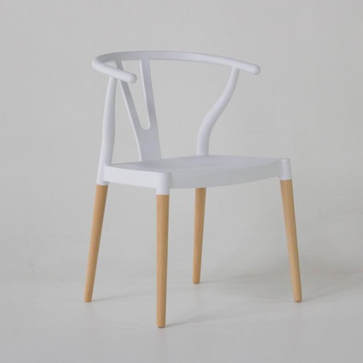 Wishbone dining chair in white plastic
