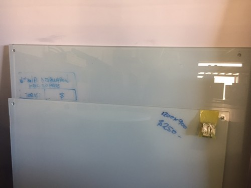 GLASS WHITEBOARD