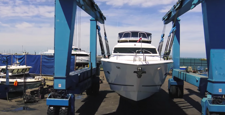 A professional boat lifting team near Fremantle perth