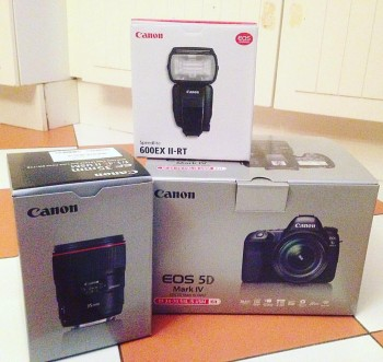 Canon EOS 5D Mark IV with 35 mm lens / s