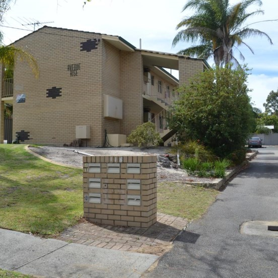 HOUSE FOR RENT IN MAYLANDS