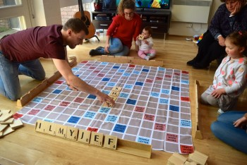Giant Size play On Words Set w/Carry Bag