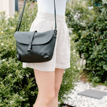 Get Wholesale Leather Bags With a Wide R