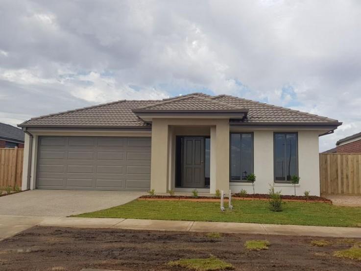 LARGE BRAND-NEW FAMILY HOME OPPOSITE PAR