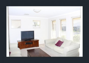 10 Sunbury Link @ $300 per week