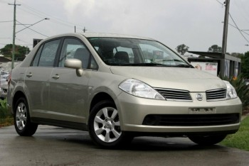 2006 Nissan Tiida ST