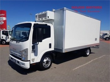 2009 Isuzu NPR 300 Refrigerated