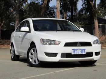 2013 Mitsubishi Lancer Es Sedan (White)