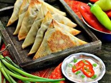 Meat/Vegetables Samosas