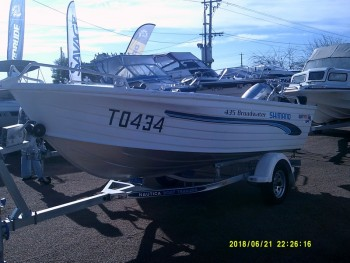 2000 QUINTREX 435 BROADWATER FOR SALE
