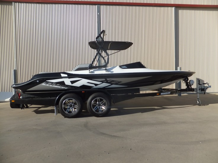 2018 XFI ILLUSION SKI BOAT MERCRUISER 31