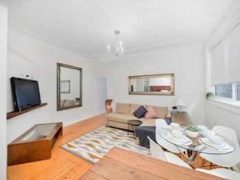 2 bedroom apartment Bondi Classic Style