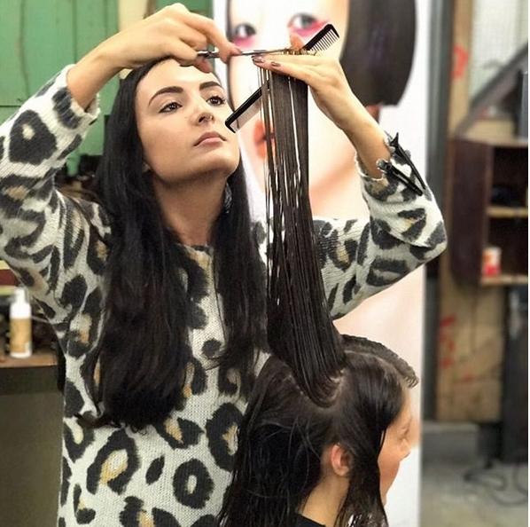 Hairdresser cour ...