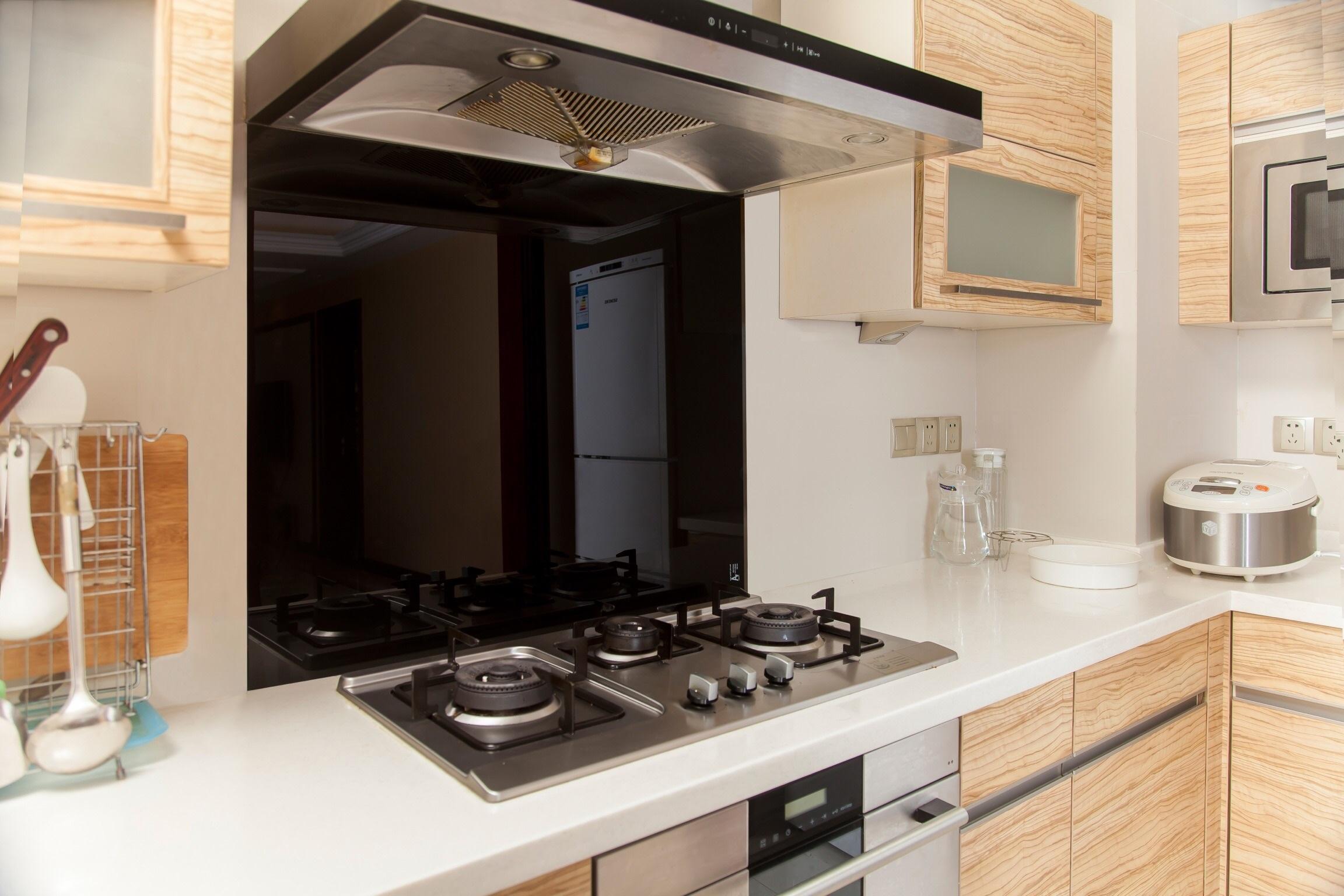 Toughened 90cm x 75cm Black Glass Kitchen Splashback  Z2611