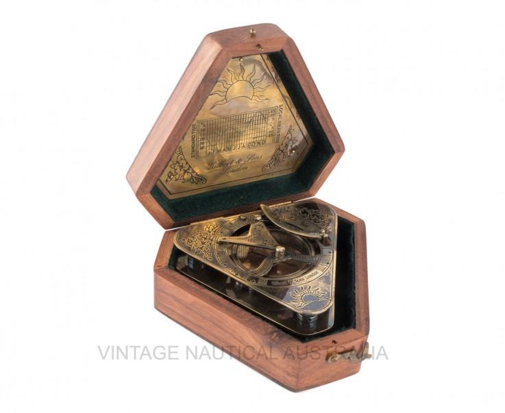 Sundial Compass – Triangular Shape – Bra