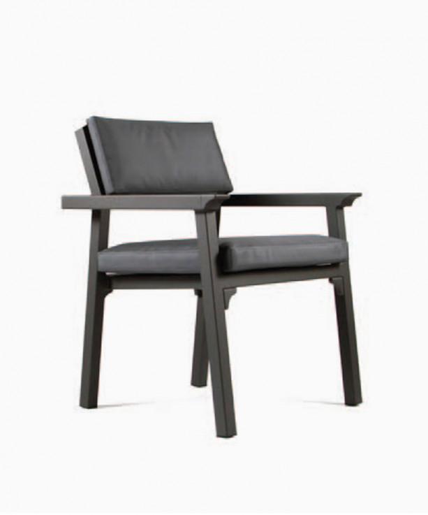 Classique Armchair by Maiori Design